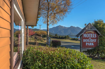 Manapouri Motels and Holiday Park frontage